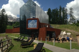 New-Maxi climbing center in Cortina!